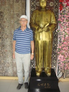 Trollelg blant venner i Kina, - NB Mao til høyre.